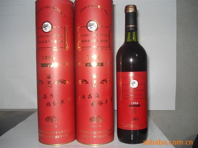 调配(如梅鹿辄)经橡木桶贮存后才能获得优质葡萄酒
