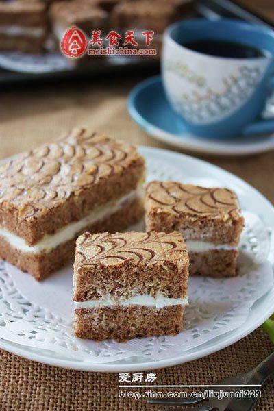 新手也能做出有花纹装饰的漂亮蛋糕:可可奶油蛋糕