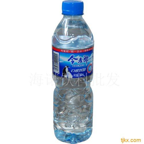 矿泉水 500ml 24瓶/箱 13元 怡宝饮用纯净水 555ml 24瓶/箱 13元