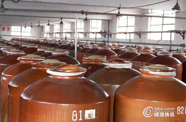 窖藏丰富的地下万吨酒库