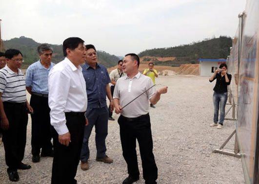 云南省委副书记仇和视察兴街糖厂建设项目
