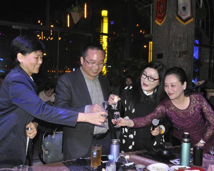 重庆夜话,汾酒携手世嘉要搞一件大事情